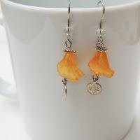 https://lasfloresdeninuk.blogspot.com/2019/08/pendientes-de-flores-tonos-calidos.html