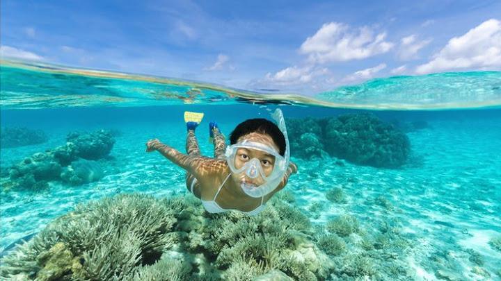 Soñar nadando en agua cristalina