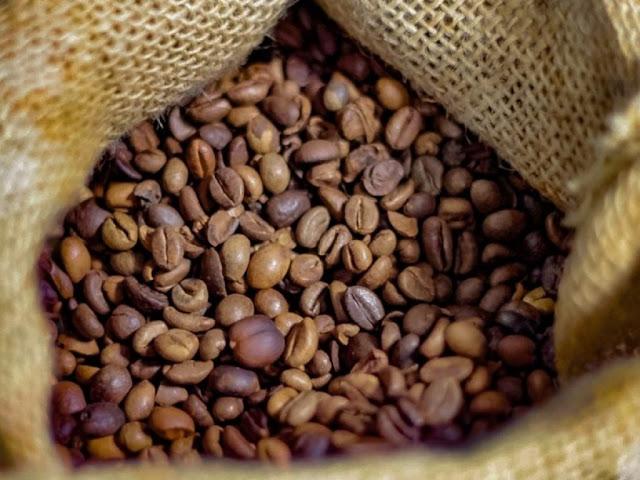 CAFÉ: Com baixa oferta, Indicador do arábica sobe quase 100 Reais/sc em maio