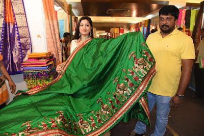 actress-lipsa-mishra-inaugurates-silk-india-expo-at-bhubaneswar-photos-25