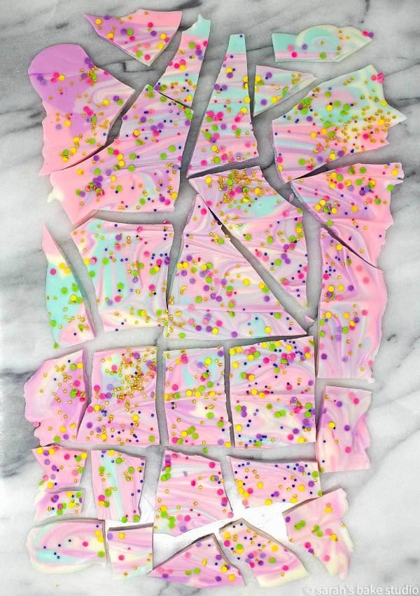 The Best White Chocolate Unicorn Bark #recipe #cookies #chocolate #desserts #yummy