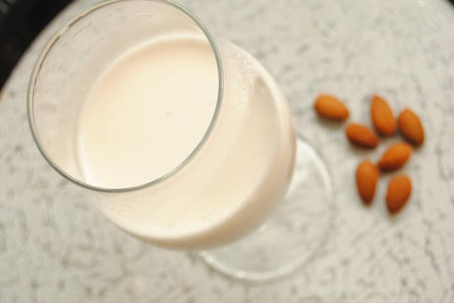 domowe mleko migdalowe