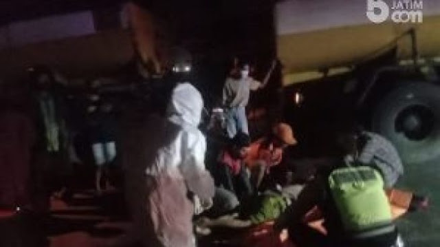 Tabrak Truk Tangki di Mojokerto, Emak-emak Pengendara Motor Meninggal