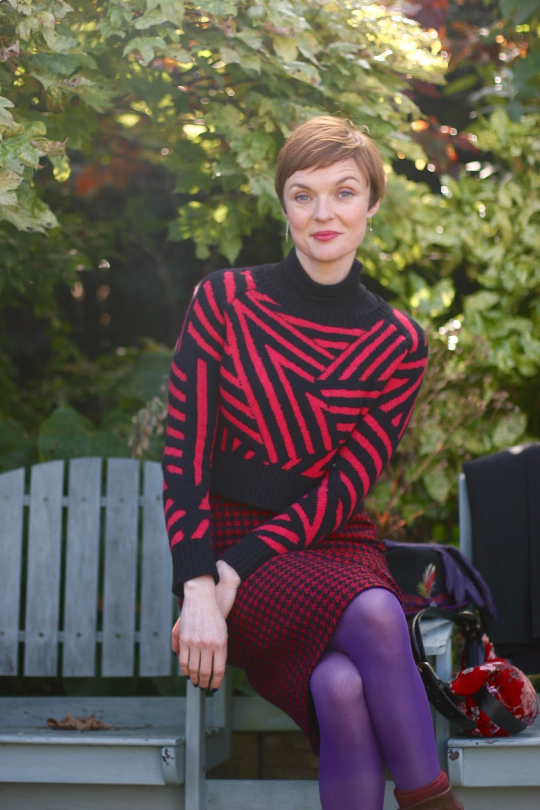 Cropped jumper, vintage pencil skirt and coloured tights by Fogal.