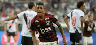 Bruno Henrique marcou os dois gols na vitória do Flamengo contra o Vasco no primeiro jogo da final do Carioca