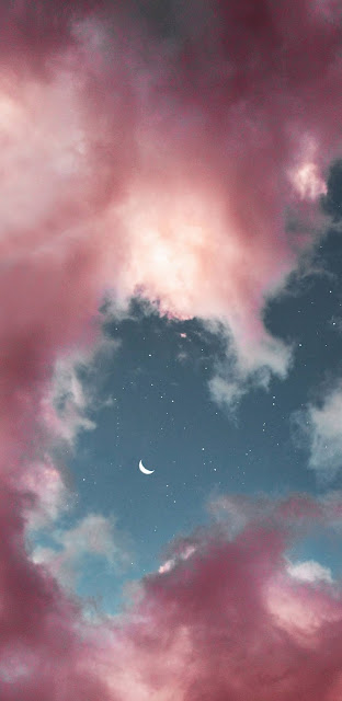 Mây hồng lãng mạn giữa màn đêm đầy sao và trăng