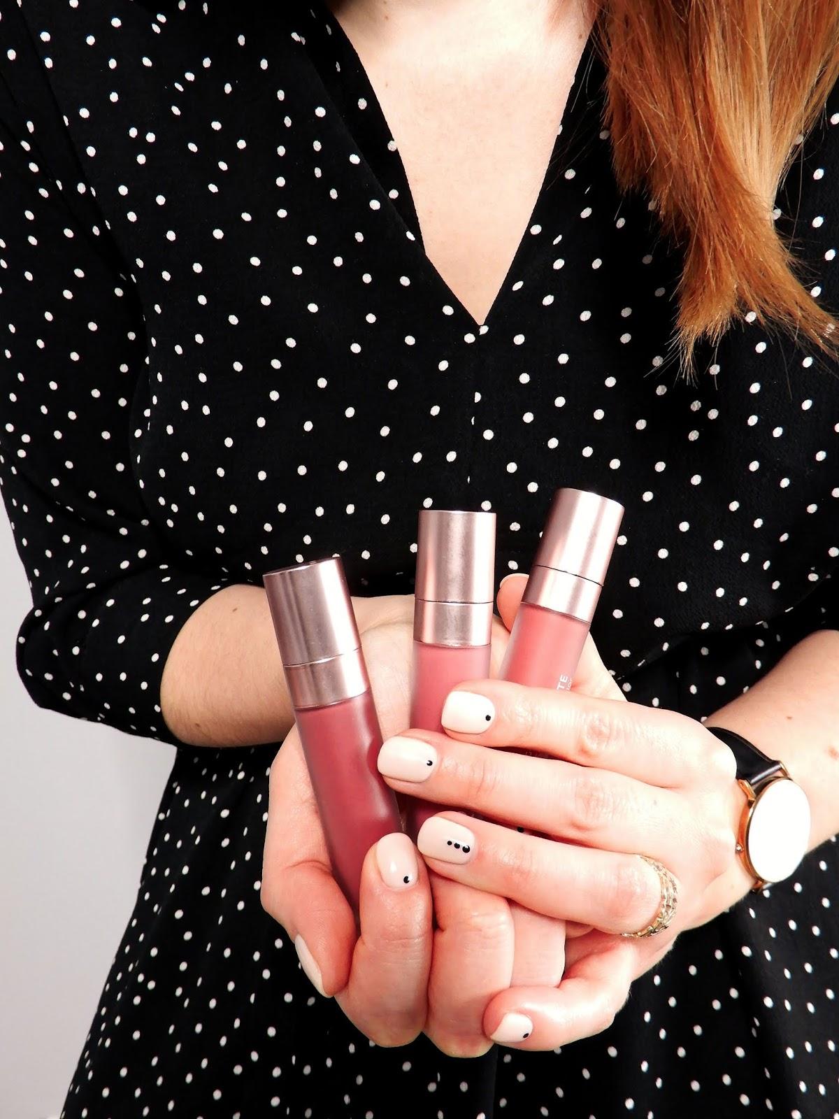 dzień kobiet 8 marca, blogerska akcja na dzień kobiet, życzenia na dzień kobiet, moja wizja kobiecości, kobiecość, sukienka w grochy, różowe goździki, dotsnails, paznokcie w kropki,