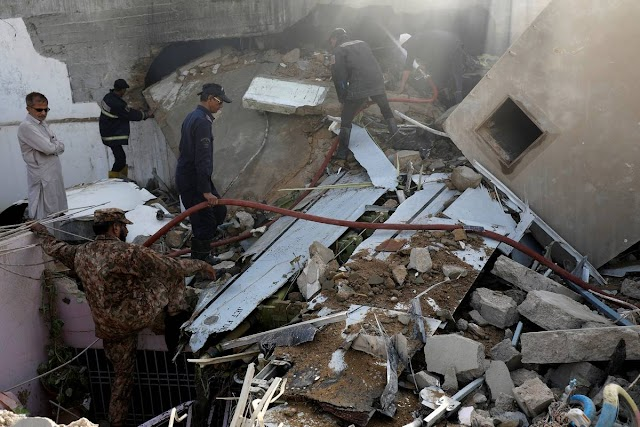 PAKISTANI AIRLINER CRASHES