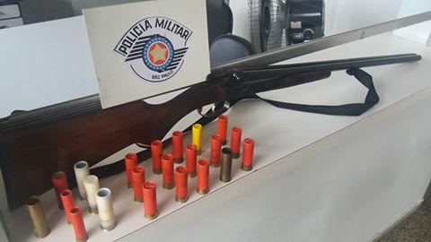 POLÍCIA MILITAR DE CANANÉIA PRENDE HOMEM POR VIOLÊNCIA DOMÉSTICA E PORTE ILEGAL DE ARMA DE FOGO