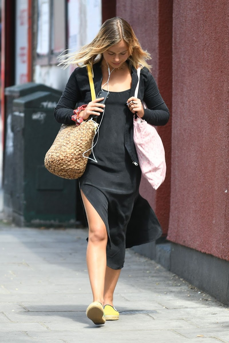 Amelia Windsor Clicked Outside while Shopping in Notting Hill 29 Jul -2020
