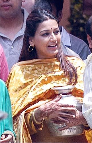 Sonali Bendre Biography | Sonali Bendre - Biography in Hindi | सोनाली बेंद्रे की जीवनी