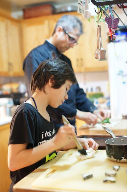 enfants aide aux repas cuisine responsabiliser