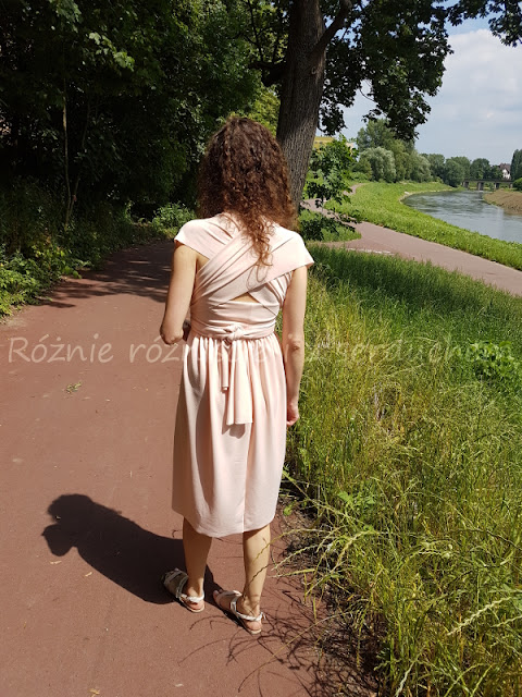 Sukienka od tyłu