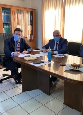 Ο Πρόεδρος του ΚΑΠΕ Δρ. Σπύρος Οικονόμου και ο Διευθύνων Σύμβουλος της ΔΕΔΑ Δρ. Μάριος Τσάκας
