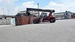 Tarif Baru Penumpukan Dan Storage Container Cargo Import-Export 1X20FT-1X40FT-1X45Ft Pelabuhan Import Laut Indonesia