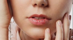 Mencegah Bibir Kering dan Pecah-pecah Saat Puasa Ramadhan
