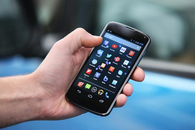 Smartphone Membuat Semuanya Serba Praktis
