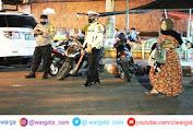 Ciptakan Suasana Aman dan Tertib pada Malam Tarawih, Polres Parepare Perketat Penjagaan di Depan Masjid