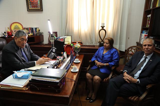 Renovación lazos Cuba y RD: ministro Miguel Mejía recibe a secretaria de Federación Mujeres Cubanas