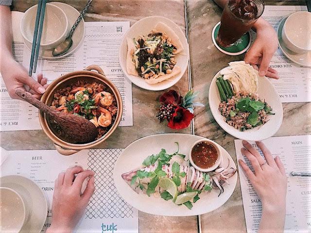 Nếu ăn chay, Tuk Tuk Thai Bistro cũng có thực đơn riêng cho bạn. Bên cạnh đó, nhớ đừng bỏ lỡ những món tráng miệng và nước uống nồng nàn vị Thái ở đây.