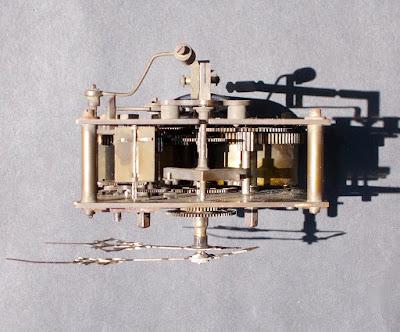Antico meccanismo d'orologio a pendolo - annunci