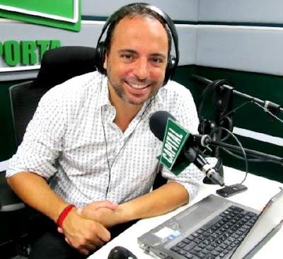 Foto de Marcos Llunas en la radio