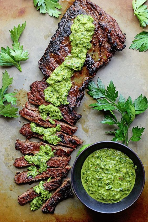 I told myself I would never put any skirt steak recipes with chimichurri on the blog because we know how overdone it has been.  However, after I made mine, I said I couldn't deprive you of this recipe.  I would never be able to forgive myself ha!  As we come towards the end of summer, I went back and forth and decided to just share this gem before the warm weather left for good.