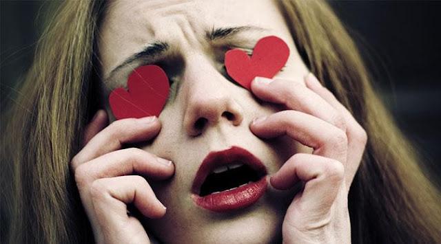 Memiliki rasa cinta memang merupakan suatu perasaan dimana semua rasa bercampur menjadi s Tanda Kalau Kamu Terjebak Dalam Cinta Buta!