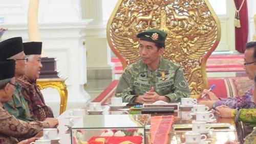 Rachland Ungkit Seragam Militer Jokowi di Istana: SBY dan Soeharto saja Tak Pernah, Memalukan!