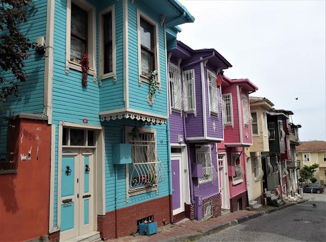 case colorate nel quartiere di balat vicino al Chora Museum