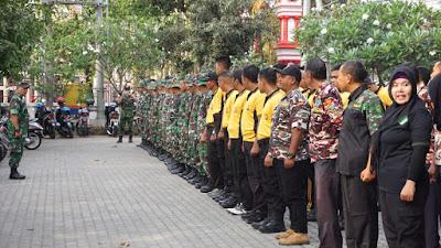 Sambut HUT TNI ke-74, Kodim Tulungagung Karya Bhakti Bersihkan TMP Rejoagung