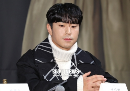 Knetz defend Actor Lee Sieon after being criticized for donated 1 million won due to Corona19.