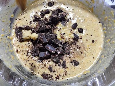 añadir chocolate a la masa de los muffins