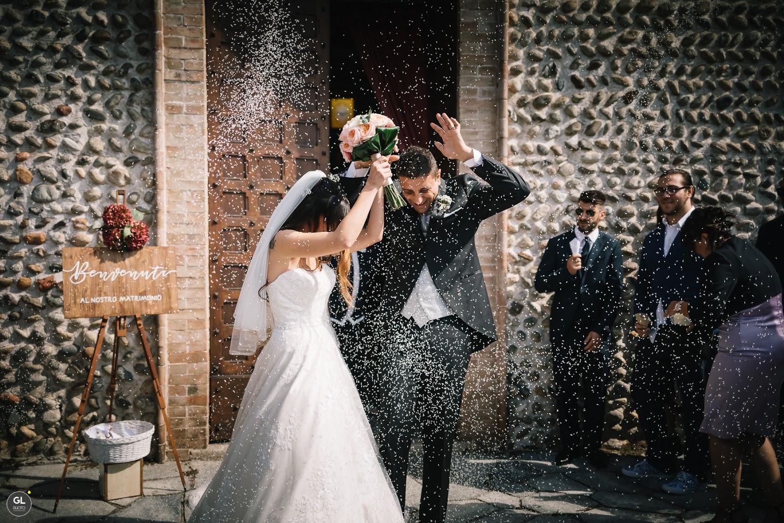 Idee in legno matrimonio per l'esterno della chiesa