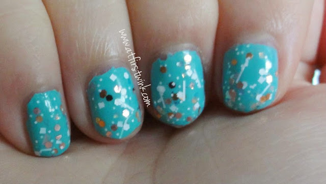 nail swatch the Etude House nail polish DGR701 Tint Mint and Innisfree no. 105