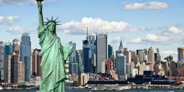 statua-della-libertà-new-york-poracci-in-viaggio-offerta-volo-hotel