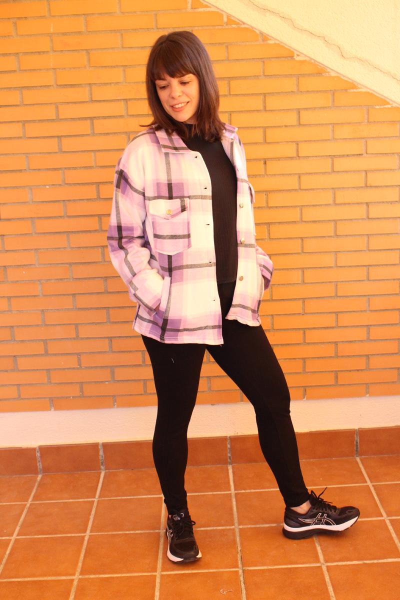 Outfit chaqueta morada