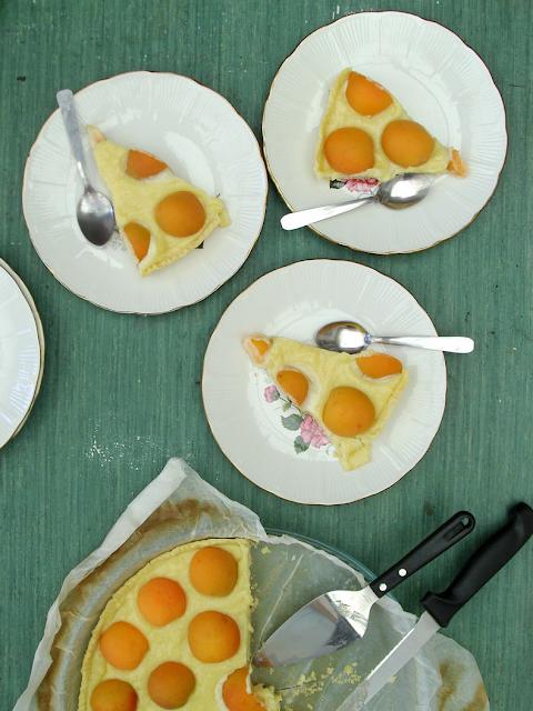 Sweetened condensed milk cream + fresh apricots - Crème au lait concentré sucré + abricots frais