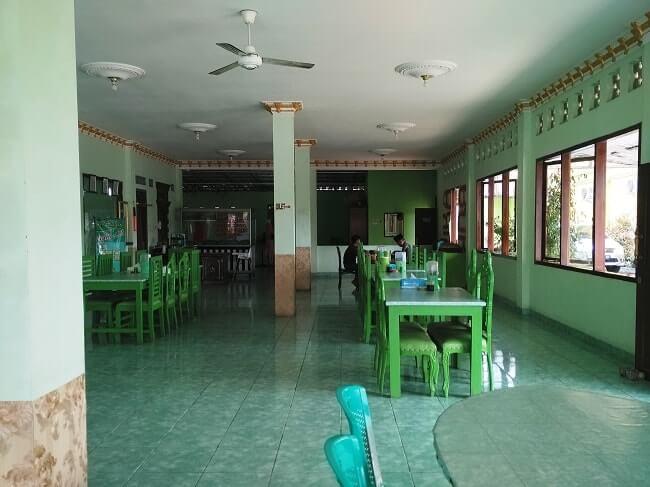tempat makan hj suharti