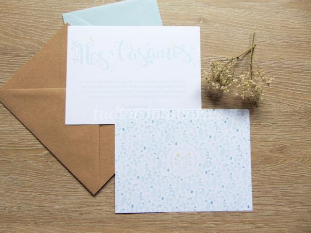 Bonita invitación sencilla y moderna con estampado de flores azules y título lettering