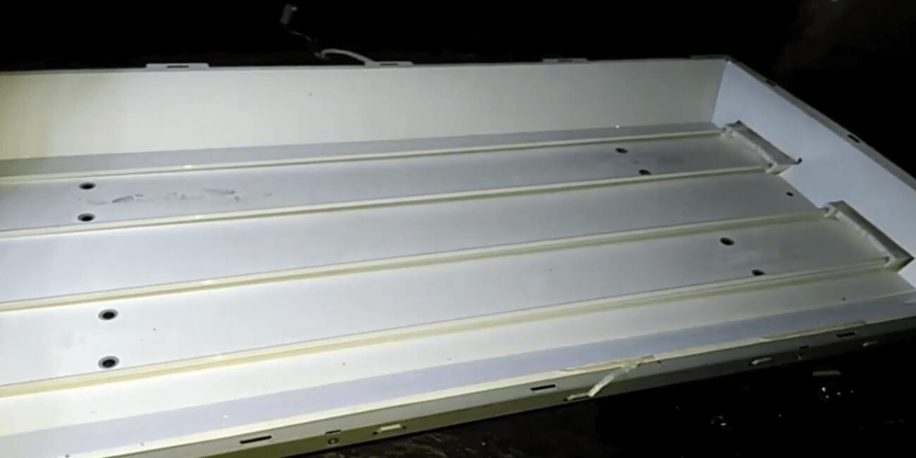 Mengganti neon LCD dengan LED