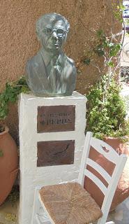 η προτομή του Φρέρη Βελισσάριου στην Άνω Σύρο