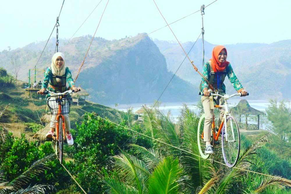 Sepeda gantung pantai menganti kebumen