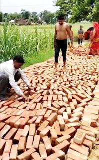 दबंगों ने किया अवैध चकरोड निर्माण  | #NayaSaberaNetwork