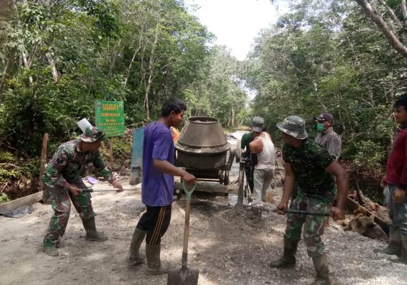 Semenisasi Jalan Adalah Salah Satu Program TNI Manunggal Membangun Desa