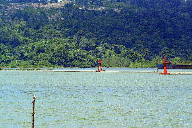 Pulau Nusakambangan dari Dermaga Sleko Cilacap