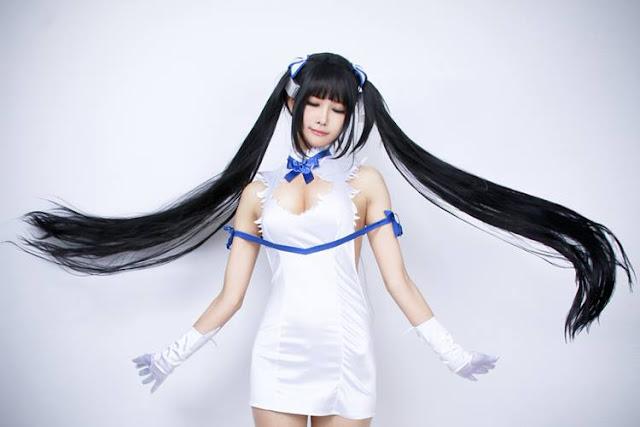 Best Cosplay Hestia dari Anime Danmachi yang Paling Seksi