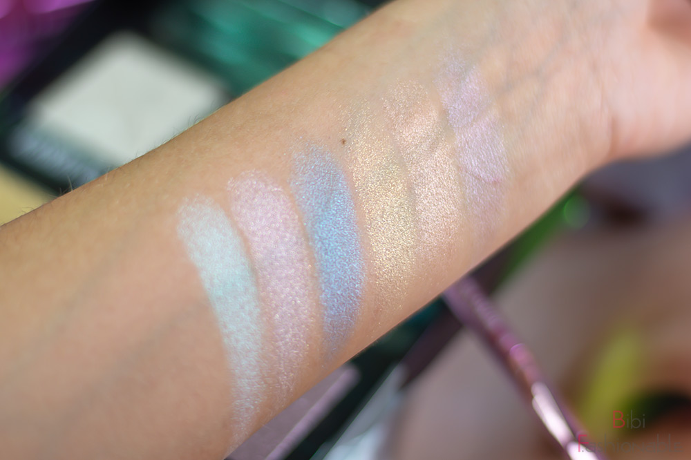 Jeffree Star Cosmetics Northern Lights Supreme Frost Pro Palette Flatlay Swatches