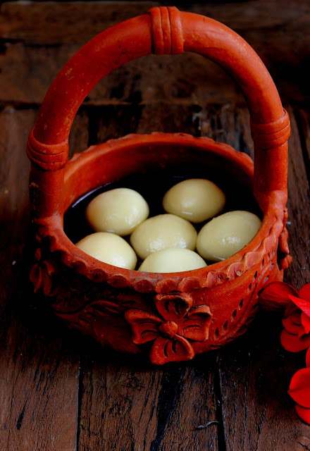 RasGulla - RoshoGolla ~ Indian Cottage Cheese Balls in Sugar Syrup is a hugely popular Bengali delicacy, prepared on most of the Indian festival.