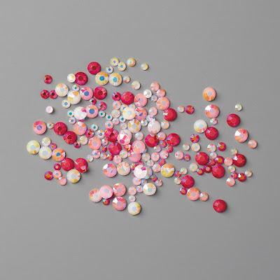Remarquez comme les gemmes à facettes apporte brillance et classe!